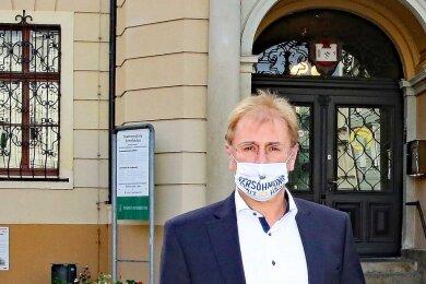 André Raphael (58/CDU) ist an Corona erkrankt. Der Oberbürgermeister von Crimmitschau machte seine Covid-19-Infektion am Freitagnachmittag öffentlich.