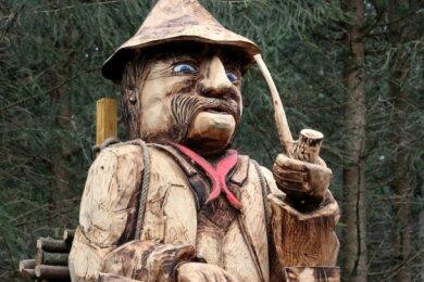 Die Figur (mehr als zwei Meter groß) schuf Andreas Anger, Chef vom Bauhof der Gemeinde Raschau-Markersbach, großteils mit der Motorsäge.