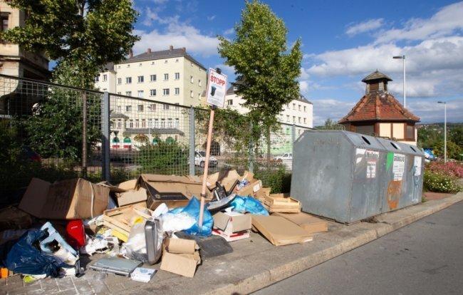 An Plauener Container-Plätzen, zum Beispiel an der Kaiserstraße, sah es 2020 immer wieder wüst aus.