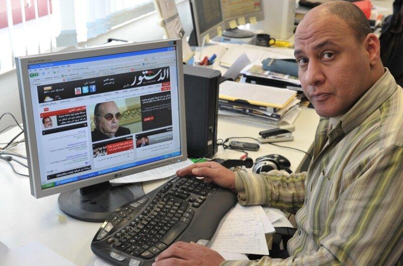 """<p class=""""artikelinhalt"""">Der Ägypter Ayman Ahmed an seinem Arbeitsplatz an der TU Bergakademie. Während er an seiner Doktorarbeit schreibt, ist eine ägyptische Nachrichtenseite im Internet immer eingeschaltet.</p>"""