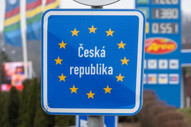 In Tschechien ist die Corona-Situation angespannt. Trotzdem kommen derzeit noch viele zum Einkaufen nach Deutschland.