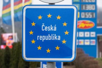 Bei den Regeln zum kleinen Grenzverkehr herrscht auf Tschechischer Seite Verwirrung. Der Botschafter stellt jetzt klar: Einkaufstouren in Tschechien sind für Deutsche erlaubt.