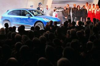 BLAUE AUTOS: In der neuen Porsche-Fabrik in Leipzig gab es eine für diese Marke ungewöhnliche Farbe zu sehen.
