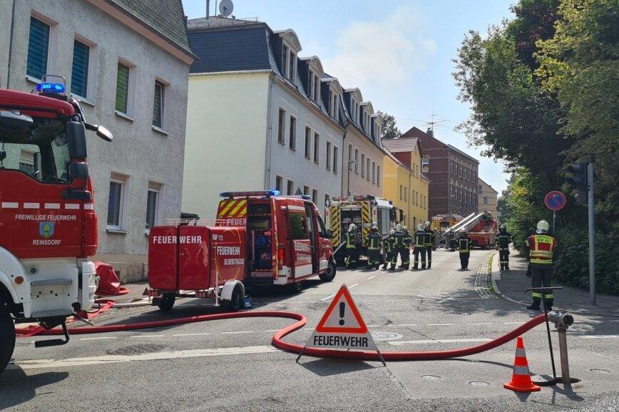 Feuerwehr rückt zu Dachstuhlbrand in Wilkau-Haßlau aus