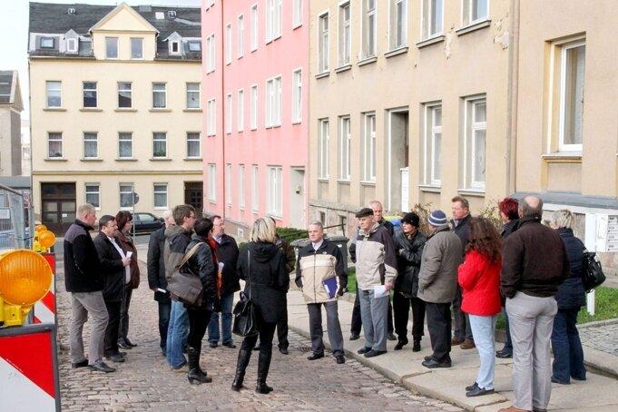 """<p class=""""artikelinhalt"""">In der Hohen Straße stehen etliche Wohnungen leer. Viele der Wohngebäude bedürfen einer Sanierung. Das wird jetzt gefördert. </p>"""
