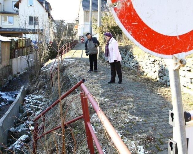 Der marode Uferweg soll nach fast zwei Jahren in Angriff genommen werden.