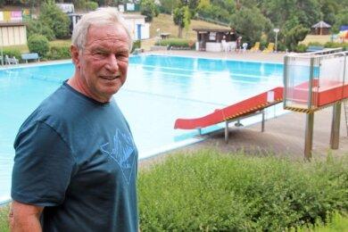 Herbert Grahl im Romanusbad Siebenlehn. In fünf Jahren möchte der Chef des Fördervereins hier nur noch Badegast sein.