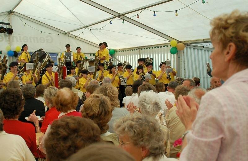 Mitklatschen und -singen war beim Großen Pfingst- und Musikfest in Milkau am Wochenende angesagt: Die gastgebenden Schalmeien (im Bild) und weitere Gastkapellen sorgten für Stimmung.