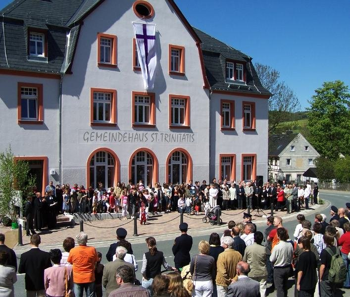 """<p class=""""artikelinhalt"""">Mehrere hundert Menschen haben an der Weihe des Gemeindehauses """"St. Trinitatis"""" in Königswalde teilgenommen. Der Umbau hat rund 900.000 Euro gekostet. </p>"""