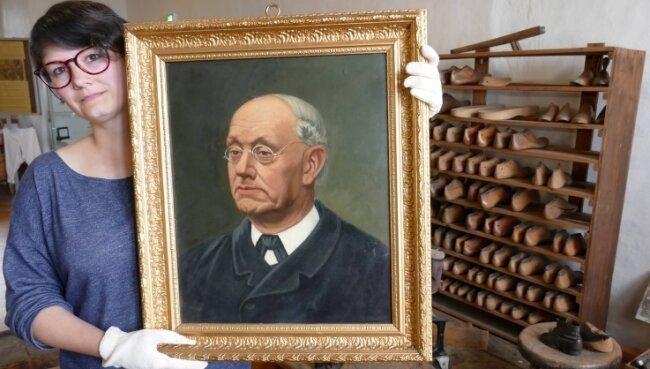 Das von Sandra Dürschmied präsentierte Gemälde zeigt Schuhmachermeister Carl August Dost, der 1830 in Streckewalde geboren wurde und bis 1895 in Wolkenstein lebte.
