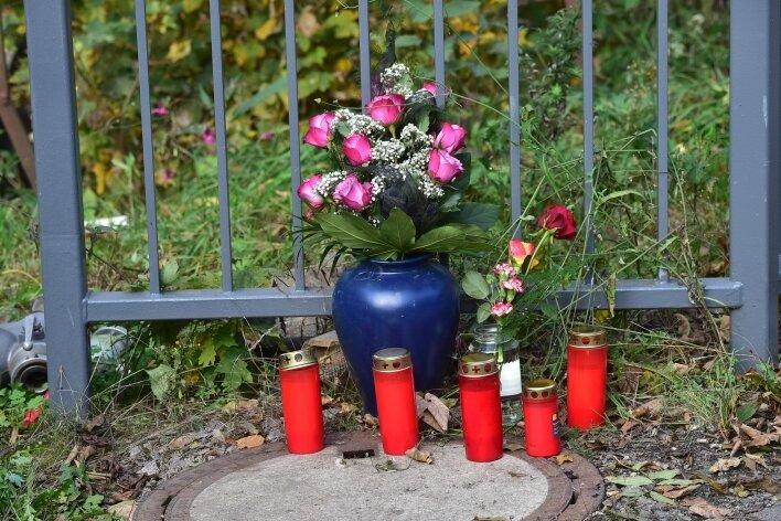 Die 14-jährige Schwester seiner Freundin wird seit dem Brand vermisst. Ob sie das Brandopfer ist, müssen noch Untersuchungen ergeben.