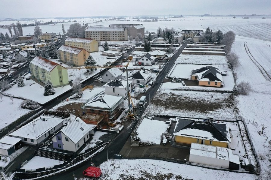 In der Karl-Liebknecht-Siedlung am Rande von Crimmitschau machten Mehrfamilienhäuser Platz für neue Eigenheime. Foto: Mario Dudacy