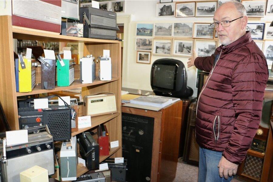 Vereinschef Uwe Unger im Technikraum des DDR-Museums. Auch dort waren kürzlich die Diebe eingedrungen und haben Exponate mitgenommen.