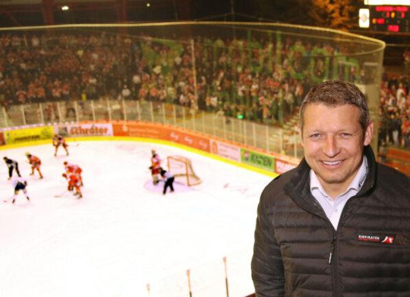 Gesellschafter Ronny Bauer kritisiert die Art und Weise, wie Mario Richer seinen Abschied aus Crimmitschau mitgeteilt hat.