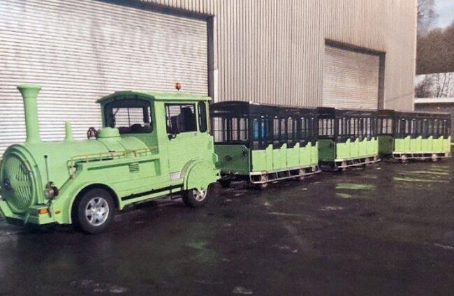 Am 1. September sollen die Zugmaschine und ihre drei Wagen von Halle nach Freiberg überführt werden.