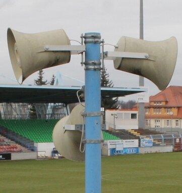 Zehn Lautsprecher kommen unter den Hammer. Das Höchstgebot für einen lag gestern bei 62 Euro.