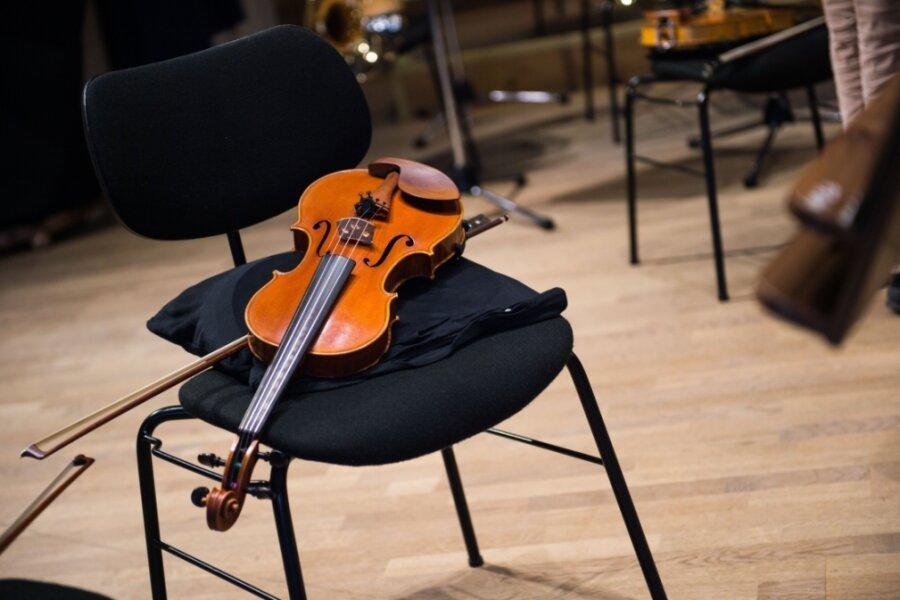 Instrumente und Räume gibt es bei der Musikschule Vogtland. Doch wie soll es weitergehen, wenn die Musiklehrer dem Ruf des Geldes folgen und in den Öffentlichen Dienst wechseln?