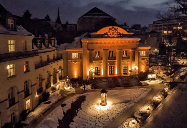 Auch im Winter ein festlicher Anblick: Das König Albert Theater Bad Elster.