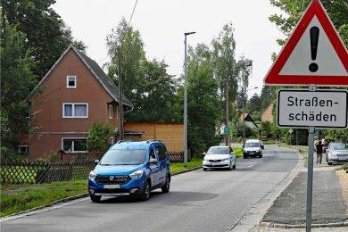 Bald rücken Baufahrzeuge an: Die Schäden an der Ortsdurchfahrt Gablenz sollen innerhalb von sechs Woche verschwinden.