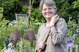 Für die gelernte Biologin Eva Eberwein war es eine Herzensangelegenheit, seltene Pflanzen in Hesses Garten zu bringen.