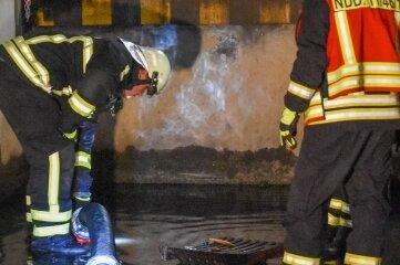 In Niederdorf musste am Mittwochabend die Feuerwehr ausrücken, weil die Laderampe eines Supermarktes überflutet wurde.