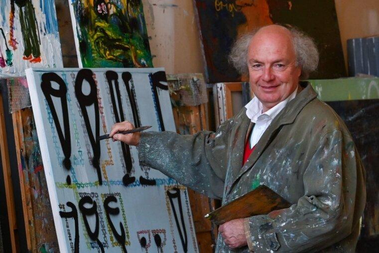 Der Künstler Osmar Osten in seinem Atelier im Wirkbau.
