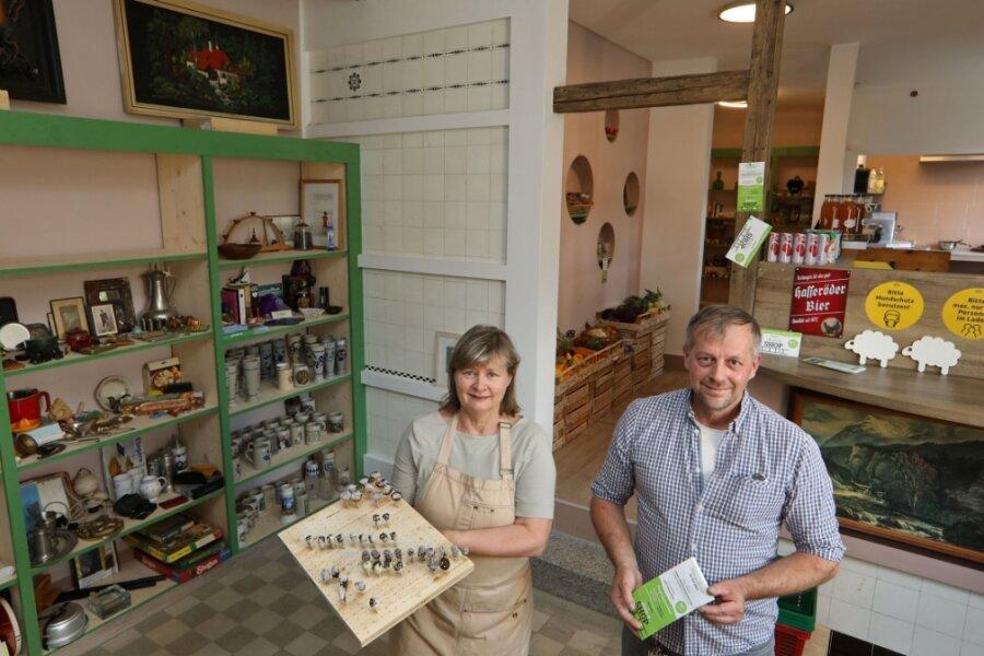 Heike und Uwe Schremmer teilen sich die Ladenfläche. Hier gibt es 150 Regalmeter an Verkaufsfläche zu mieten. Der Inhaber möchte Kunden im Umkreis von 50 Kilometern gewinnen.
