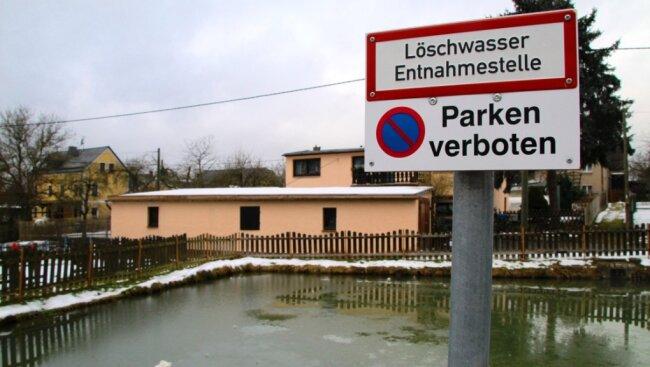 Der Löschwasserteich in Reimersgrün hätte auch eine Sanierung notwendig. Dafür fehlt der Gemeinde Limbach aber das Geld.
