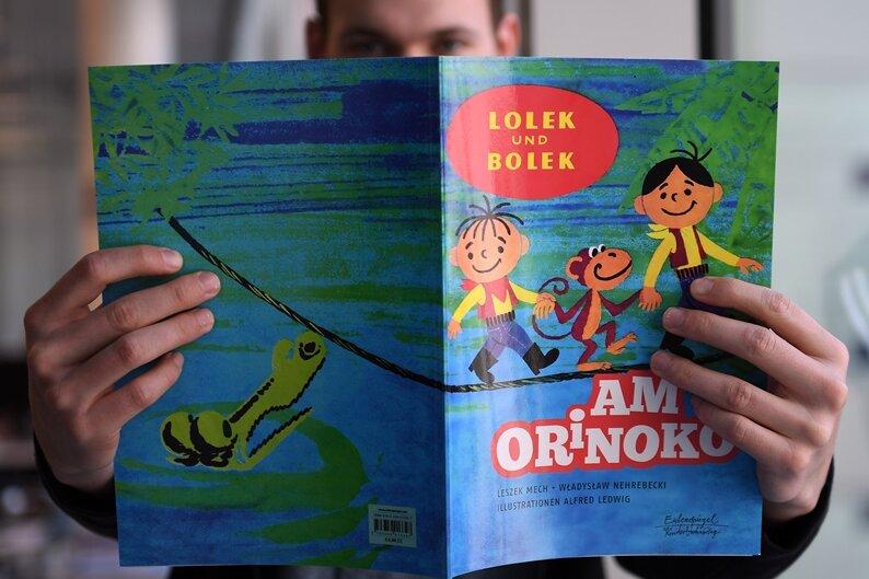 """""""Lolek und Bolek"""" in der Hand. Die Abenteuer der beiden Figuren werden in Buchform neu aufgelegt"""