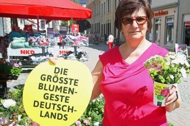 Auch Katrin Dinter will Kunden in die Innenstadt locken. Deshalb verschenkt die Selbstständige am 27. Juni insgesamt 50 kleine Blumensträuße in Crimmitschau.