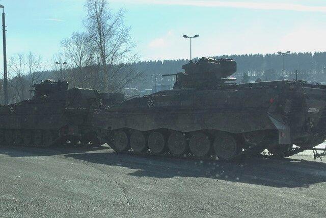 Panzer für Truppenübung verladen