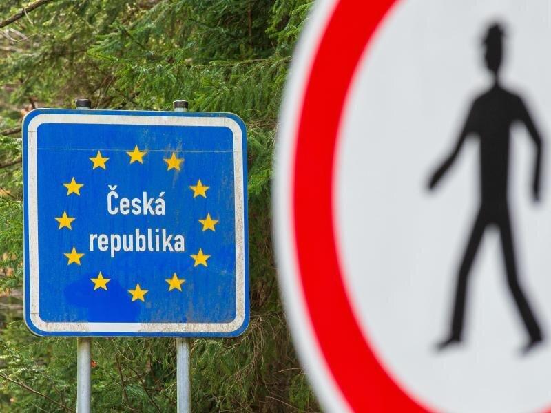 Schilder am Grenzübergang nach Tschechien.