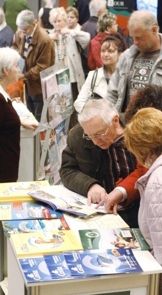 """<p class=""""artikelinhalt"""">Schauen, stöbern, schmökern: Etwa 3800 Interessenten besuchten die Reisemesse.</p>"""