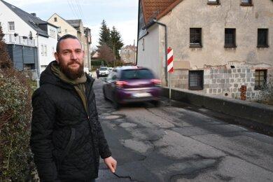 Die Ortsdurchfahrt in Köthensdorf ist marode und stellt nicht nur aus Sicht von Ortschaftsrat Daniel Beck an einigen Engstellen eine besonders große Gefahr für Fußgänger und Radfahrer dar.
