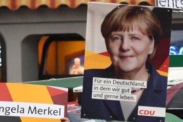 Merkel-Fans und Merkel-Gegner bei einem Auftritt der Kanzlerin vergangene Woche in Torgau. Die 63-Jährige will weitere vier Jahre regieren - obwohl sie seit der Flüchtlingskrise so umstritten ist wie noch nie.