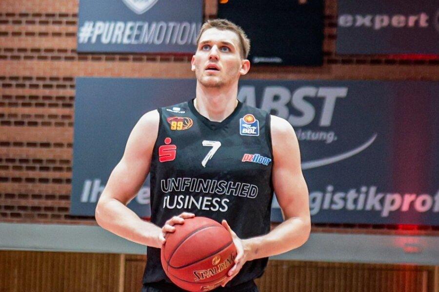 Jonas Richter gehörte in der ersten BBL-Saison der Niners Chemnitz zu den Stützen des Teams. Jetzt hat der gebürtige Chemnitzer seinen Vertrag verlängert.