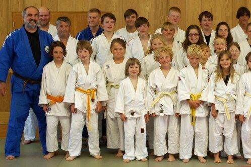 Die Gornauer Judoka lernten im Training mit der international erfolgreichen Kerstin Thiele (vorn rechts) viel dazu.