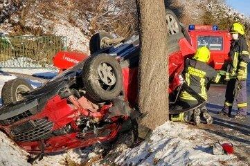 Das Unfallopfer musste aus dem Wagen befreit werden.