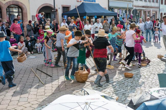 Die dritte Klasse der Rochlitzer Regenbogen-Grundschule führte ein halbstündiges Programm mit Musik und Tanz auf.