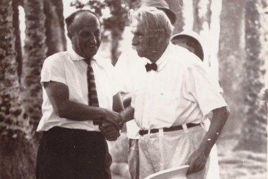 Paul Herbert Freyer (links) gehörte zu den Unterstützern des Arztes und Philosophen sowie Friedensnobelpreisträgers Albert Schweitzer (1875-1965). Dieser gründete ein Krankenhaus in Lambaréné im zentralafrikanischen Gabun. Freyer besuchte Schweitzer und war ihm freundschaftlich verbunden.