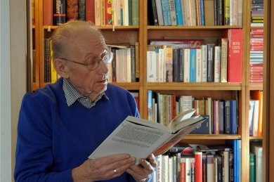 Der Chemnitzer Helmut König hat Dienstagabend in Dresden die höchste Auszeichnung des Freistaates, den Sächsischen Verdienstorden, erhalten.