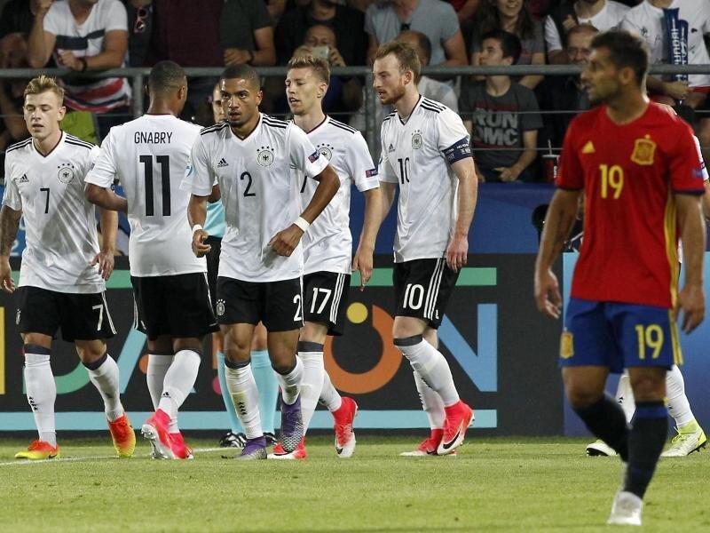Die deutschen Nationalspieler der U21 haben sich im Finale der EM gegen Spanien durchgesetzt.