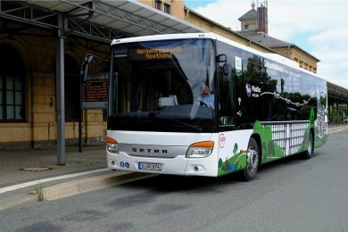 Ein neuer Bus soll künftig Werbung für Reichenbachs Bemühen machen, für die Göltzschtalbrücke den Welterbestatus zu erlangen.