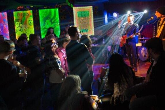 Im Flowpo fand regelmäßig Livemusik statt.