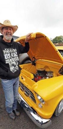 Der gebürtige Kanadier Steve West war mit einem kanariengelben Chevy Pickup von 1955 vor Ort.