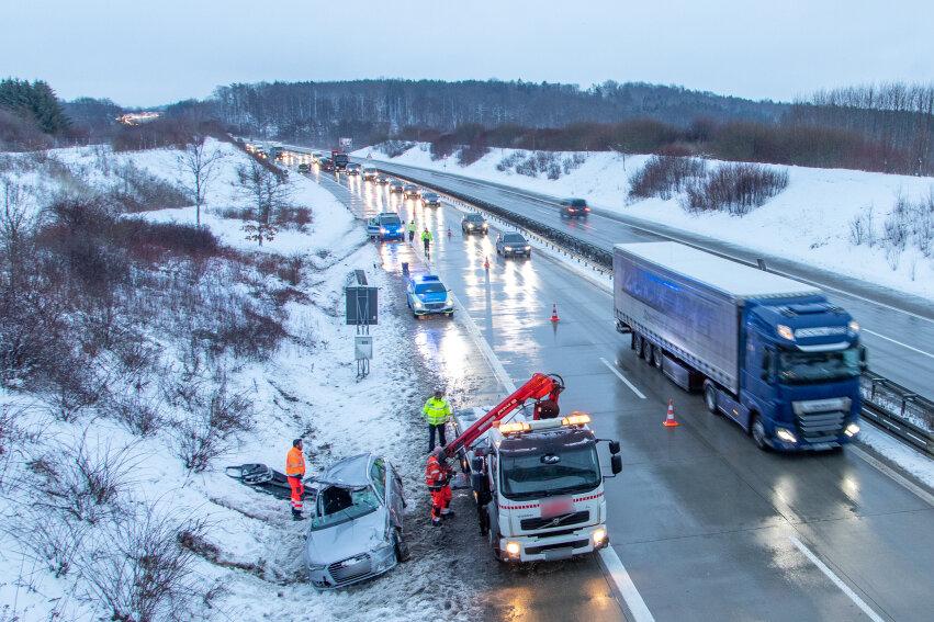 A72: Audi überschlägt sich - Fahrer verletzt