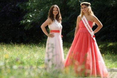 Lichtensteins Rosenprinzessin Jolina Bauer (r.) und ihre Hofdame Ruby Schramm freuen sich. Bald geht es wieder auf Tour durch die Republik.