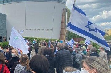 Solidaritätskundgebung für Israel an der Synagoge.