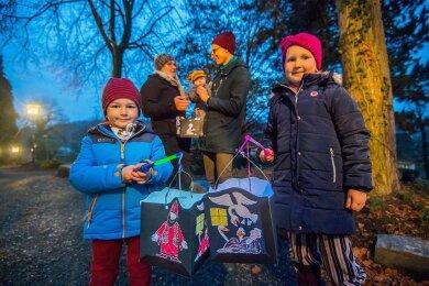 Zu den Spaziergängern gehörten auch die Knechtels: Kurt (5 Jahre alt), Mutter Anna, Emil (5 Monate), Vater Lucas und Ida (6, v. l.) besuchten im Anschluss auch die katholische Kirche im Ort.
