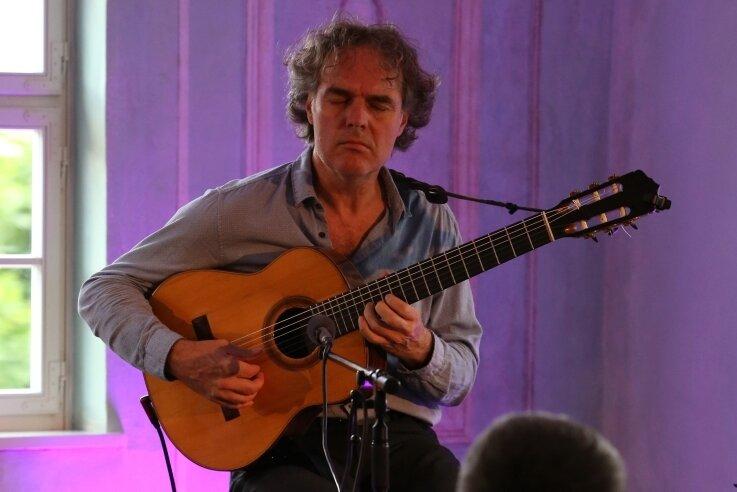 Klangkünstler Falk Zenker hat mit drei Konzerten die Artmontan-Kulturtage eröffnet. Erster Veranstaltungsort war der Herrenhof Erlahammer.